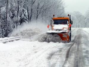 1500 тонн противогололедной смеси высыпали на трассы в Челябинской области
