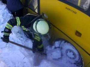 Автобус с 47 детьми на трассе под Златоустом вылетел в кювет