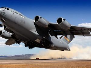 Военный самолет США пролетит над Россией
