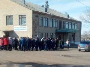 300 человек вышли на митинг и потребовали освободить арестованного главу поселка Гранитный