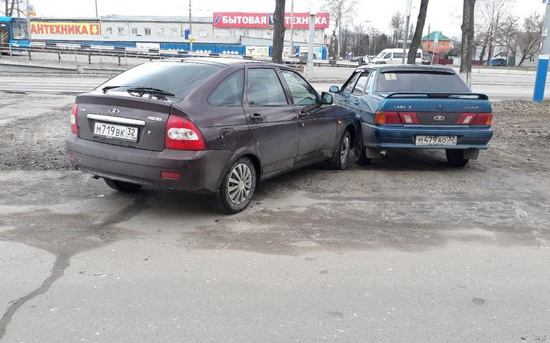 Восстание машин: в Брянске легковушка без водителя устроила ДТП