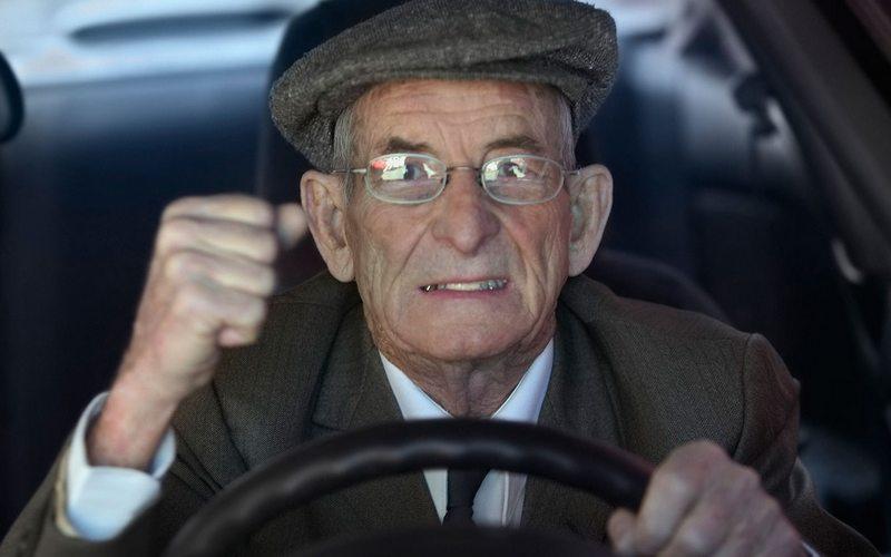 Брянским дачникам напомнят, как водить машину