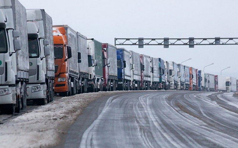 Украина не пропускает грузовики из брянского Троебортного