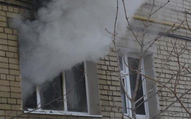 В Петербурге трое мужчин выпрыгнули из горящей квартиры и погибли