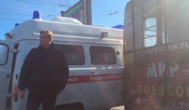 В Бежицком районе Брянска столкнулись «скорая» и троллейбус