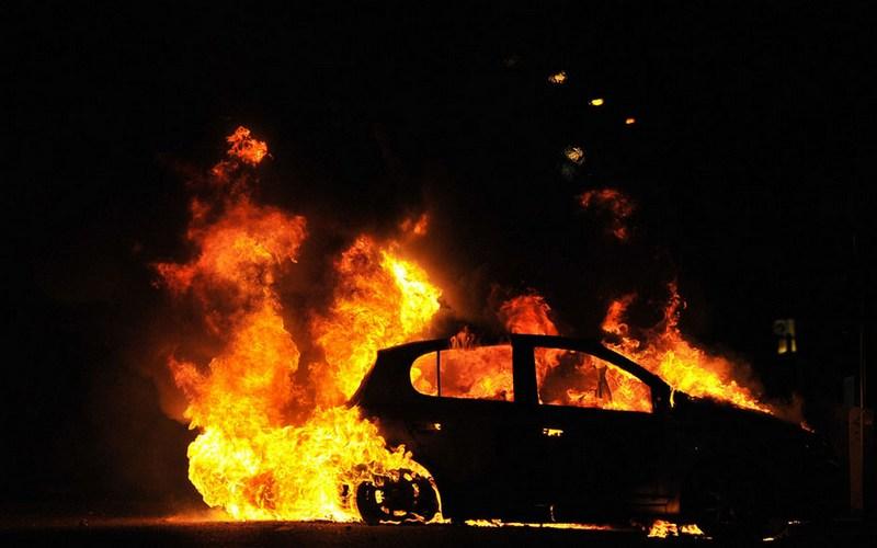 В Новозыбкове вспыхнул легковой автомобиль