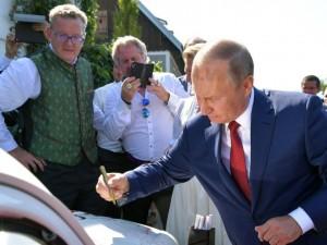 Куда делся «Жук» с автографом Путина, рассказала глава МИД Австрии