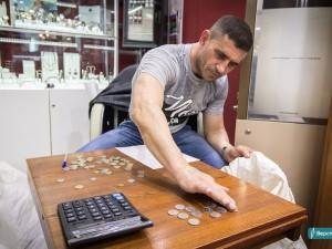 65 килограммов денег получил магнитогорец за сломанные часы