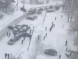 В массовом ДТП из-за снегопада пострадали более 10 автомобилей