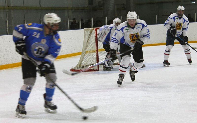 Брянский губернатор сыграл в хоккей в Трубчевске