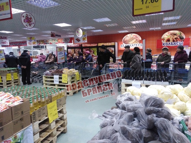 Брянцы стоят в огромных очередях за дешевыми мясом и скумбрией
