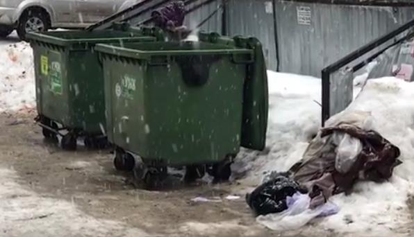 Пьяная женщина родила на унитазе и выбросила ребенка в пакете на помойку