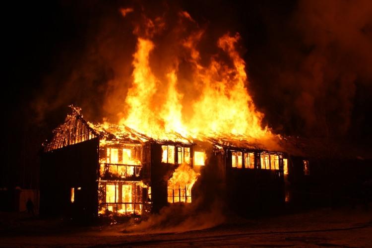 В Клетне сгорел жилой дом, есть пострадавший