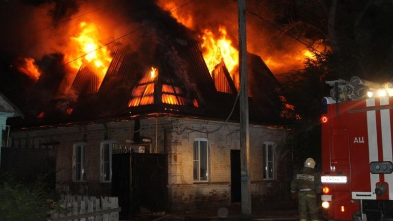 В Стародубе огонь охватил жилой дом