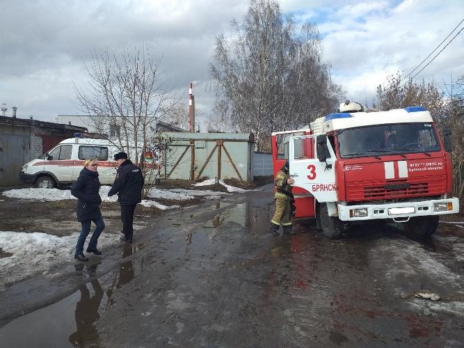В Брянске обрушилась крыша бесхозного сарая: есть пострадавшие
