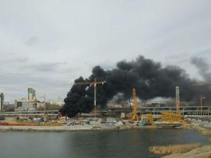 Черный дым над стройкой конгресс-центра встревожил челябинцев