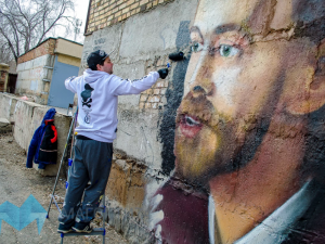 Портрет Децла появился на улице Магнитогорска