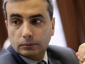 Три законопроекта «о неуважении власти к народу» подготовил псковский депутат Шлосберг