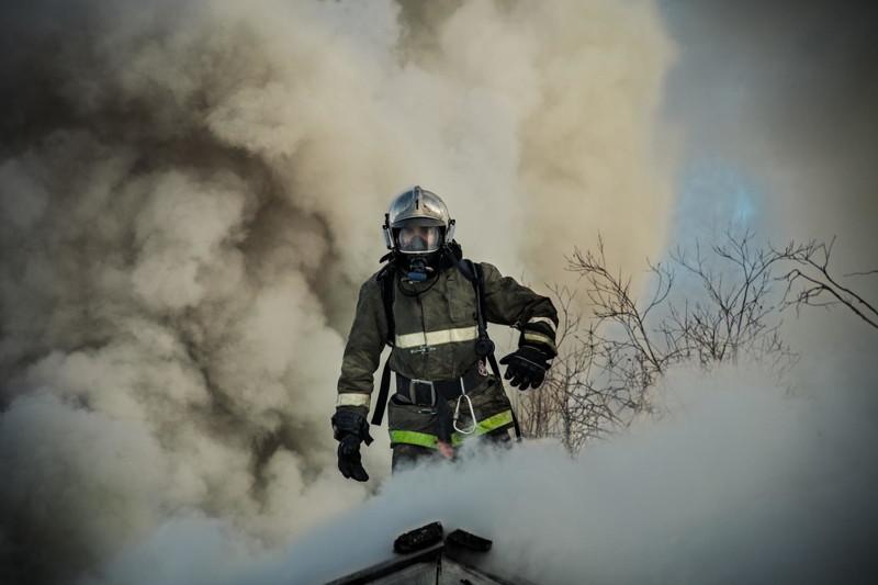 В Брянске на улице Кольцевой тушили крышу частного дома