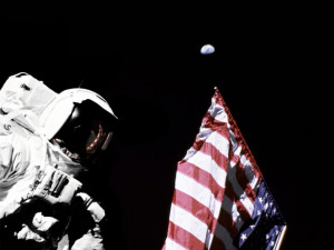 Секрет установленных на Луне флагов США раскрыли в NASA