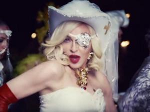 В новом клипе «одноглазая» Мадонна снялась с колумбийским рэпером