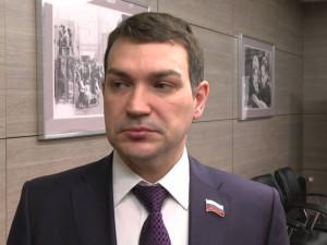 Он голосовал за повышение пенсионного возраста. Депутат Максим Кудрявцев
