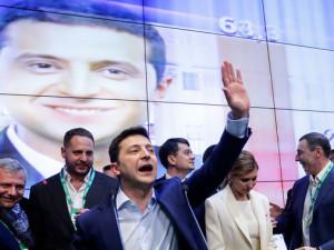 Зеленский побеждает на выборах президента Украины. Порошенко признал свое поражение