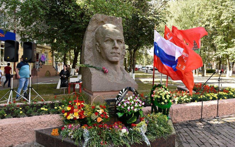 Школе №53 Брянска присвоят имя Медведева