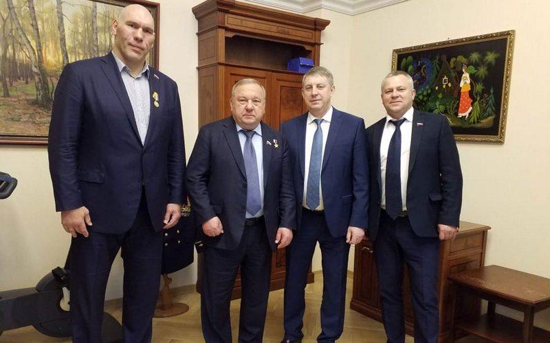 На брянского депутата Валуева повесили медаль