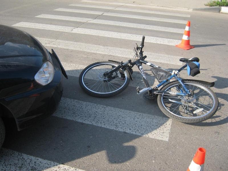 В Брянске 9-летний велосипедист врезался в легковушку