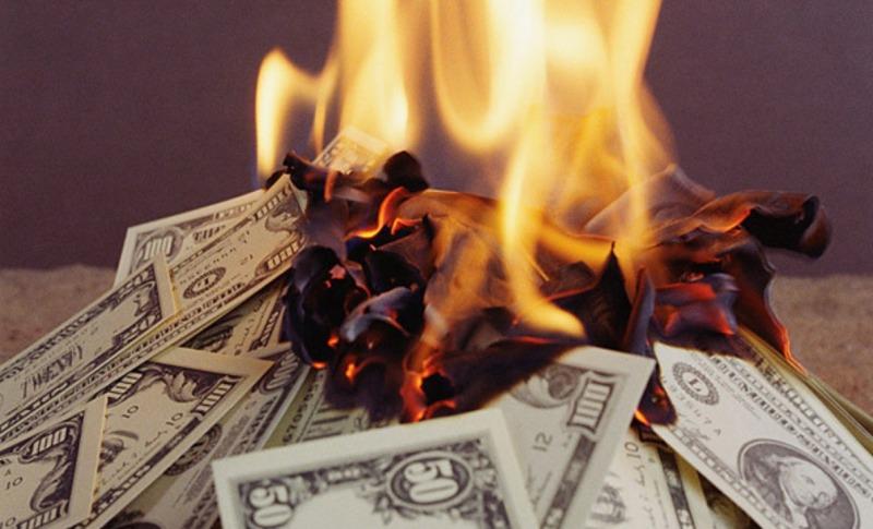 Брянец сжег полтора миллиона рублей, которые накопил на квартиру