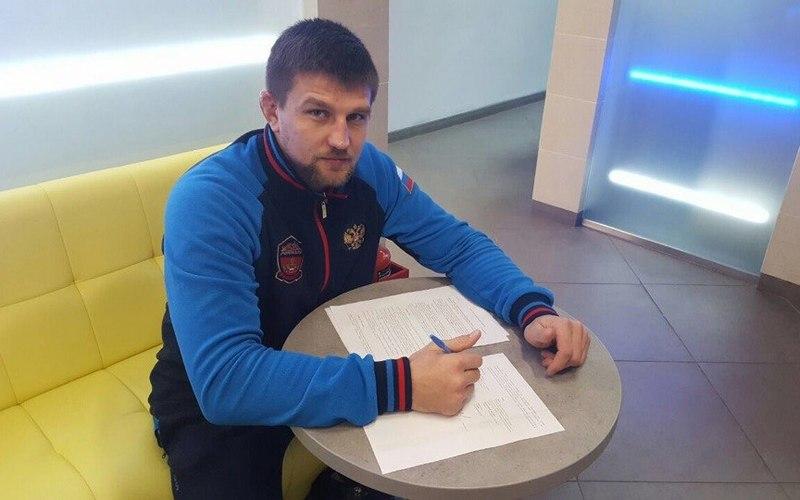 Брянский боец Дмитрий Минаков сразится с Артуром Алискеровым