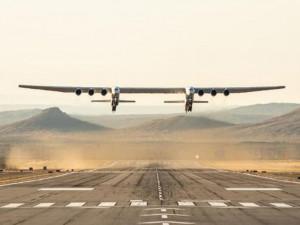 Видео первого полета самого большого в мире самолета появилось в Сети