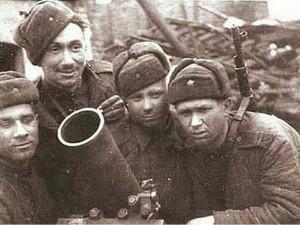 Комик из «Операции Ы» был грозой фашистов и был отмечен орденами Славы