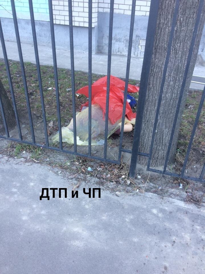 На улице Красных Партизан в Брянске мужчина выпал из окна