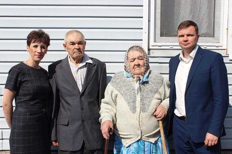 Брянские пенсионеры пожертвовали тяжелобольным детям 30 тыс рублей