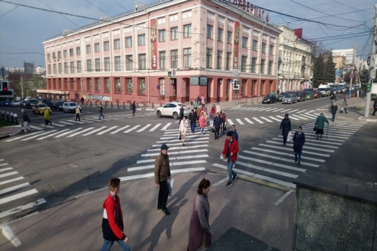 В Брянске появился диагональный пешеходный переход