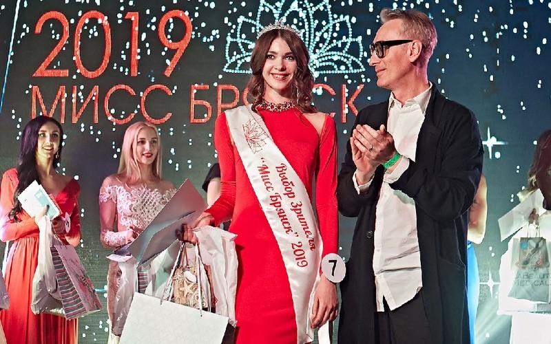 Победительница онлайн-голосования «Мисс Брянск-2019» Виолетта Савинская рассказала о закулисье конкурса