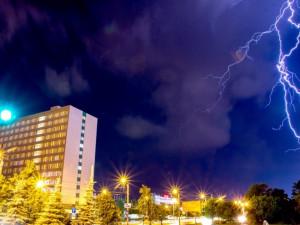 Грозу и град обещают челябинцам во вторник синоптики
