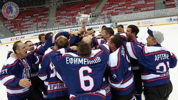 Брянская хоккейная команда завоевала кубок «Лиги надежды» в Сочи