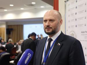 Он голосовал за повышение пенсионного возраста. Депутат Алексей Лященко