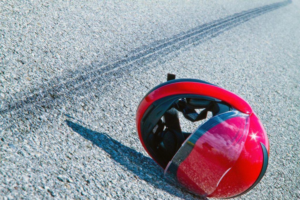 Под Унечей мотоциклист сломал ключицу из-за трупа животного