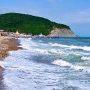 Названы самые дешевые курорты для летнего отдыха на море в России