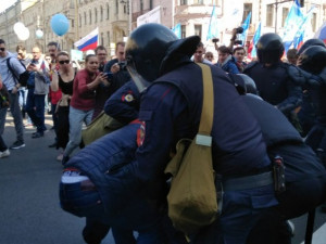 Задержания на первомайском шествии в Петербурге
