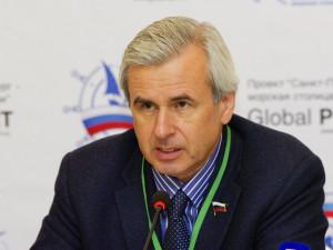 Он голосовал за повышение пенсионного возраста. Депутат Вячеслав Лысаков, защищавший владельцев американских автомобилей
