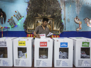 496 сотрудников избиркомов скончались после выборов в Индонезии