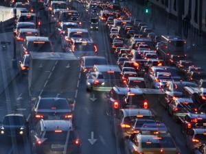 Москвичам рекомендовали отказаться от поездок на личном транспорте