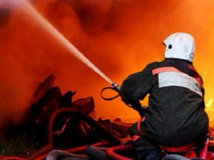 Пожар в бане на улице Челябинской не могли потушить больше часа