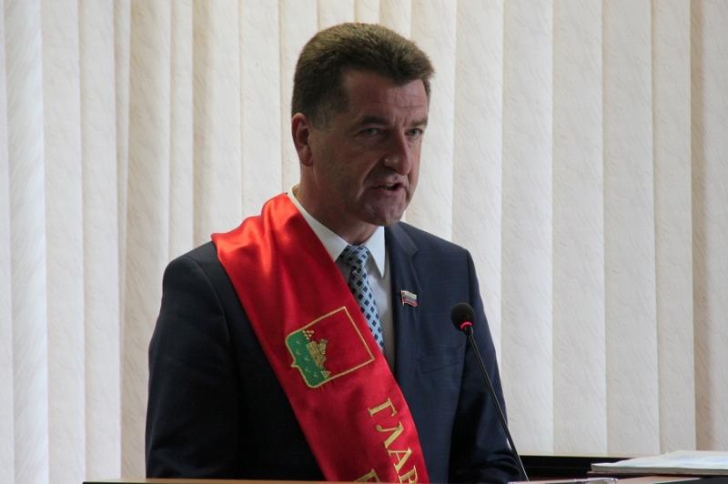 Глава города заработал больше мэра