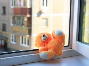 Погиб четырехлетний ребенок, выпавший из окна